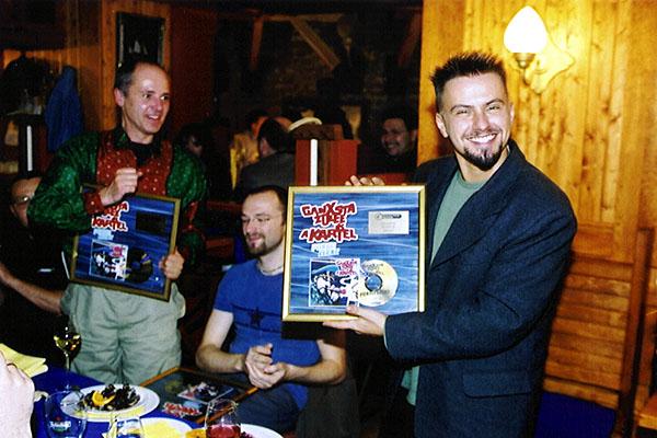 2001. Az első Private Moon Records aranylemez
