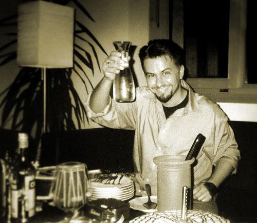 2002. Pierrot harmincharmadik születésnapját...